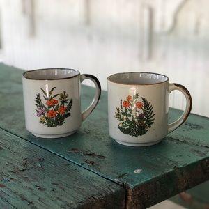 🏷 set of two 70s vintage floral mugs